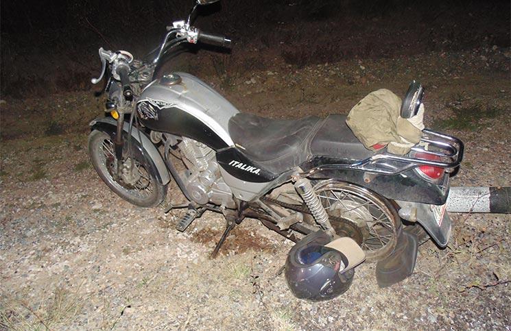 ¡Al borde de la muerte dos motociclistas tras sufrir una aparatosa caída!