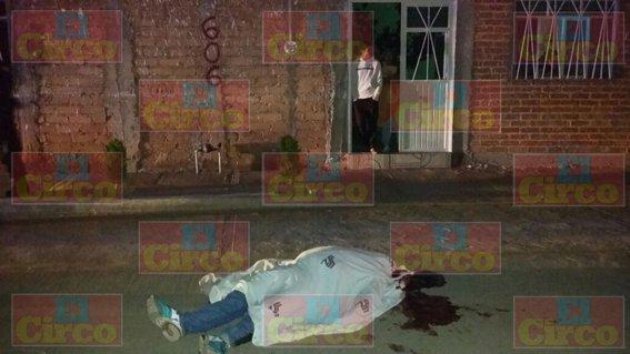 ¡A balazos ejecutaron a un mecánico afuera de su casa en Fresnillo!