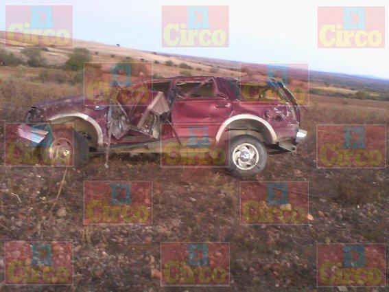 ¡Trágica volcadura de una camioneta en Saín Alto: 1 muerto y 7 lesionados!