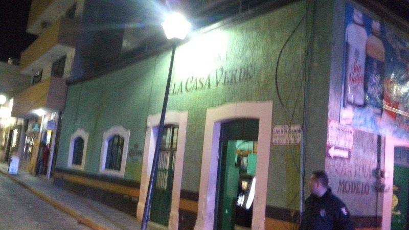 ¡Ejecutaron a tiros a dos hombres en un bar en Fresnillo!