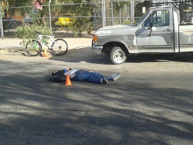 ¡Espantosa muerte de un ciclista en Aguascalientes: lo aplastó una revolvedora!
