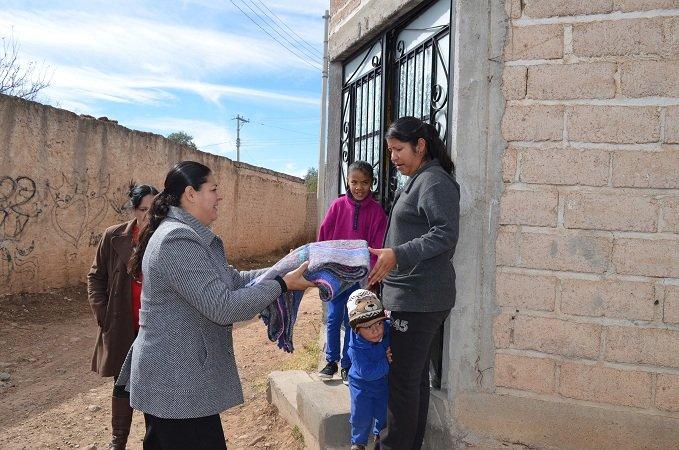 Más de mil 500 cobijas entregó el DIF Municipal de Calera a personas de escasos recursos