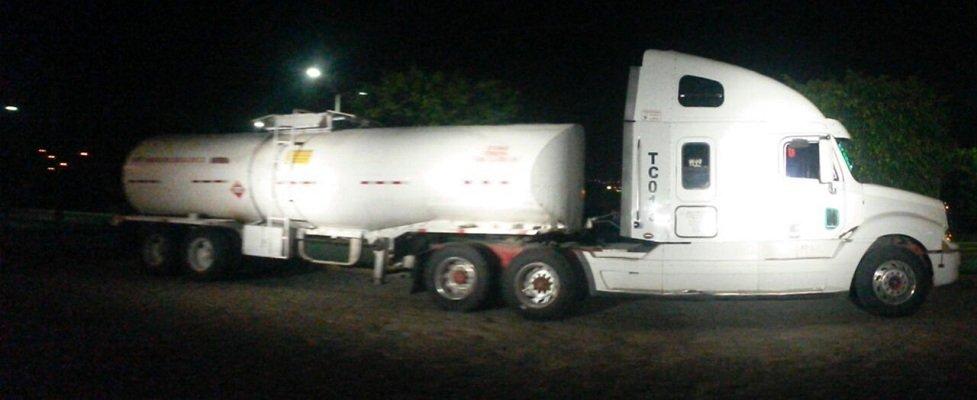 Aseguran pipa con 30 mil litros de hidrocarburo robado en Lagos de Moreno