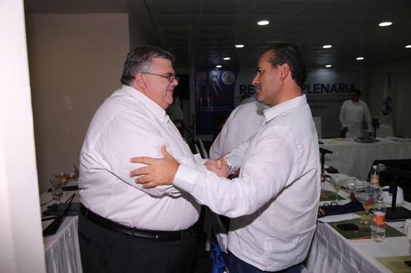 ¡Se reúne Agustín Carstens con Senadores del PAN!