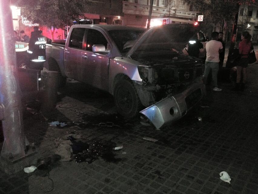 ¡2 camionetas chocaron entre sí y luego atropellaron a 4 peatones en la Zona Centro de Aguascalientes!