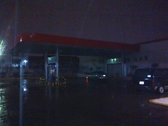 ¡2 pistoleros asaltaron un centro de carburación en Aguascalientes!