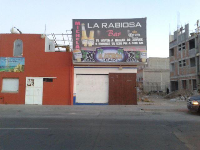 ¡Pistoleros realizaron disparos afuera de un bar en Aguascalientes y huyeron!