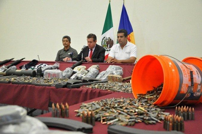 ¡Capturan a 5 integrantes del crimen organizado con vehículos robados y un arsenal en Guadalajara!