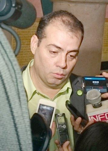 """Hincan al """"líder"""" del PVEM: berrinche dura 48 horas, ya es pelele del PRI otra vez"""