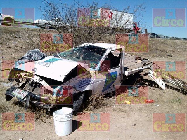 ¡FOTOGALERÍA: Un muerto y un lesionado deja choque entre camioneta y camión de volteo en Rincón de Romos!