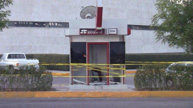 ¡3 asaltantes robaron un cajero automático de Banorte en Aguascalientes!