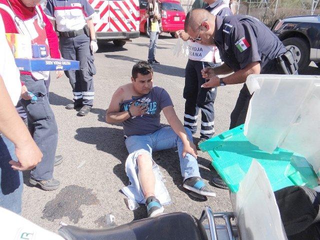 """¡Motociclista lesionado tras caer por un """"caimán"""" en Aguascalientes!"""