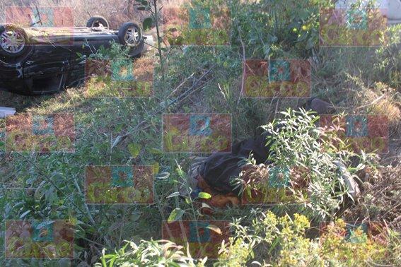 ¡Automovilista chocada por camioneta arrolló y mató a un hombre en Lagos de Moreno!