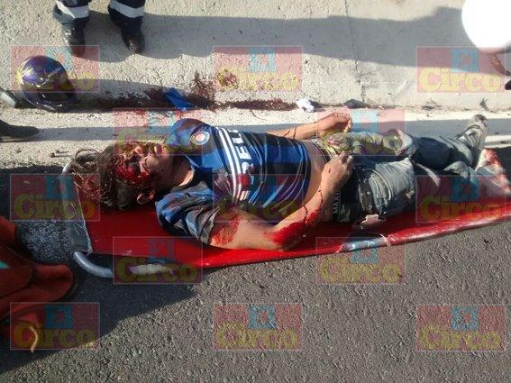 ¡Muere motociclista al chocar contra una camioneta en la carretera Lagos- SLP!