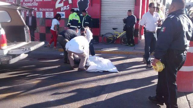 ¡Ciclista muere aplastado por un tráiler en Aguascalientes!