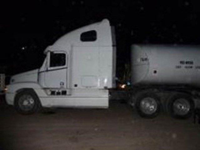 ¡Policías federales aseguraron 35 mil litros de combustible robado a PEMEX en Guanajuato que sería llevado a Aguascalientes!