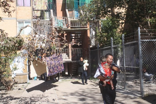 ¡Policías municipales rescataron a 3 niños que eran abandonados por sus padres en Aguascalientes!