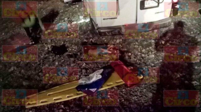 ¡1 muerto y 19 lesionados de Aguascalientes tras espantosa volcadura de una camioneta en Fresnillo!