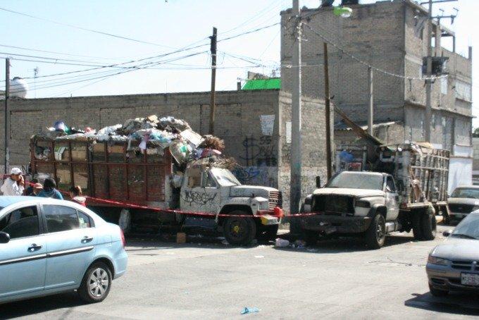 ¡Violan a veinteañera, la matan y tiran su cuerpo en un camión de basura en el Estado de México!