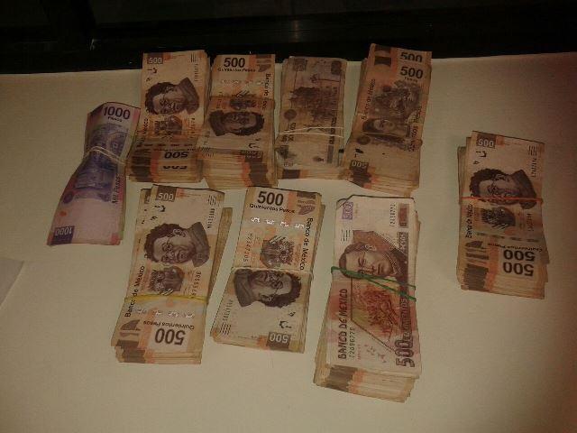 ¡Militares detuvieron a 2 sujetos con un millón de pesos en Aguascalientes!