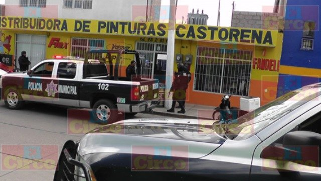 ¡Una mujer y un sujeto armados asaltaron una tienda de pinturas en Fresnillo!