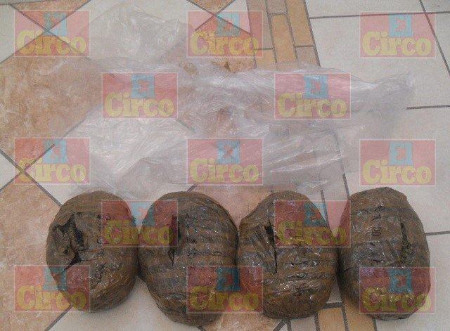 ¡FOTOGALERÍA/ Capturaron a un sujeto con 28 kilos de marihuana y metanfetamina en San Juan de los Lagos!