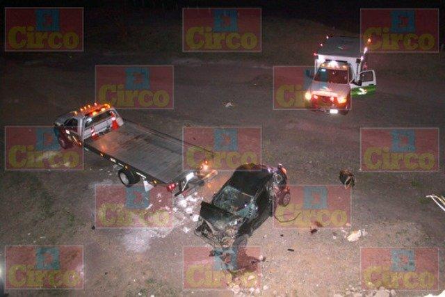 ¡4 jóvenes se salvaron de morir tras caer un auto de un puente en Lagos de Moreno!