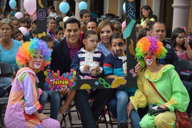 ¡El Ayuntamiento de Calvillo festejó anticipadamente los días del Niño y la Madre!