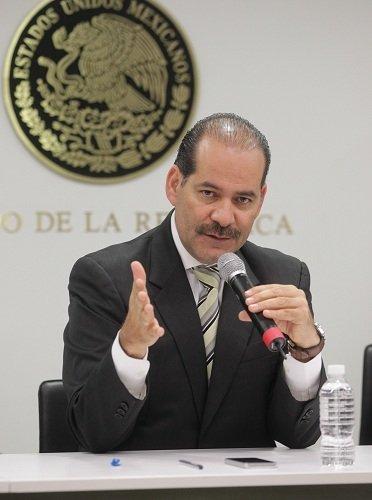 ¡Reclama Martín Orozco en el Senado apoyo y protección a los productores de leche del país!
