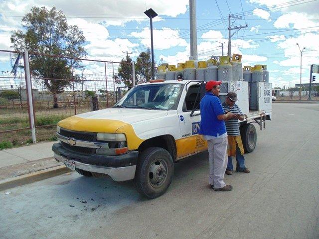 ¡Alarma por un incendio en un camión repartidor de gas en Aguascalientes!