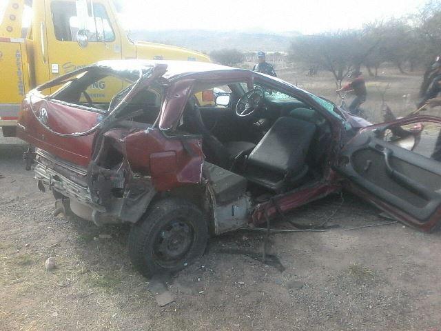 ¡Un hombre se salvó de morir tras chocar contra un tráiler en Aguascalientes!