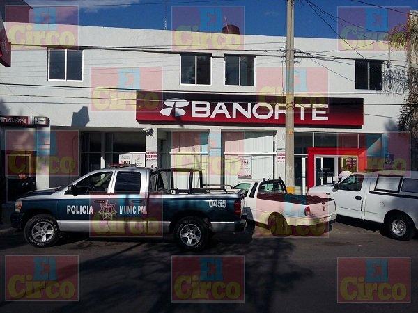 ¡Comando armado consuma asalto con violencia en banco de Ags.!