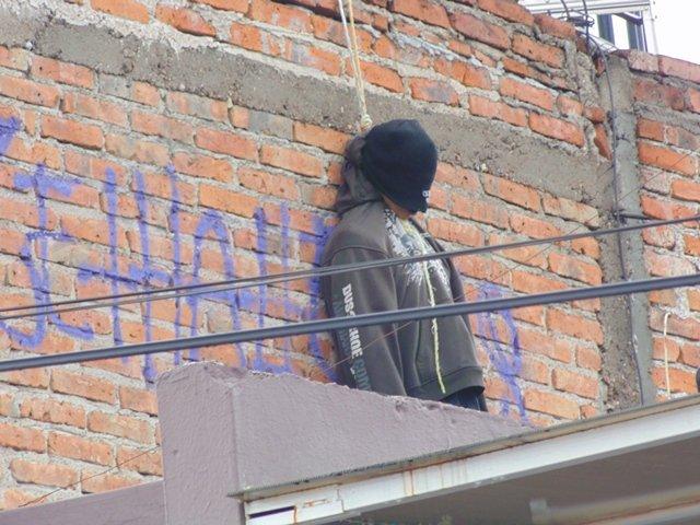 ¡Suicidio 20 en Aguascalientes: joven adicto se ahorcó en la azotea de una casa!