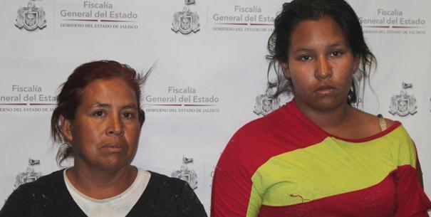¡Madre y abuela pretendían vender una bebé de dos meses, pero les pagaron con un cheque falso en Jalisco!