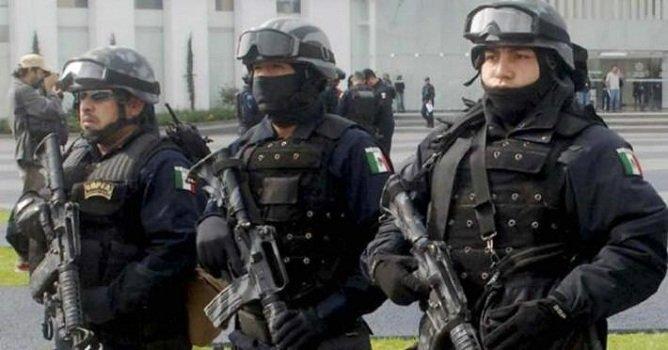 ¡Detienen a dos pistoleros que viajaban en una motoneta en Iguala!