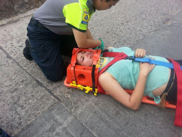 ¡2 mujeres lesionadas en aparatosos accidentes en Aguascalientes!