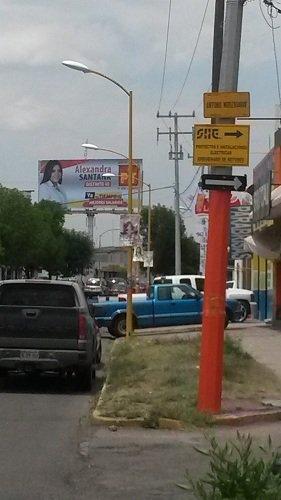 ¡MunicipioAgs viola la ley al permitir instalación de anuncios en postes de luz!