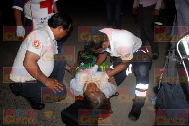 ¡Adolescente motociclista arrolló a abuela y nieta en Lagos de Moreno!