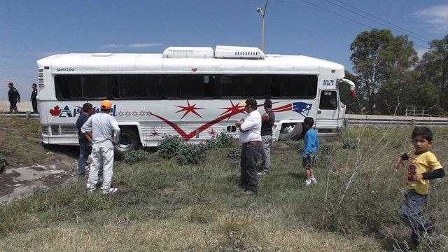 ¡Sustazo para 45 turistas de León en Aguascalientes al salir el autobús de la carretera!