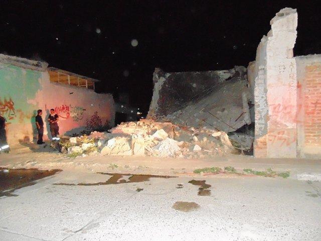 ¡Se derrumbó e incendió una bodega abandonada en Aguascalientes!