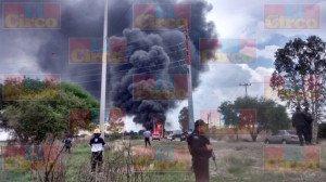 Explota pipa con gasolina al ser alcanzada por el tren en Aguascalientes_10