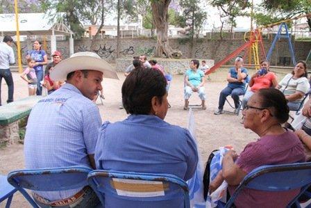 ¡Gerardo Salas estrecha la mano de los habitantes de los municipios del Primer Distrito!