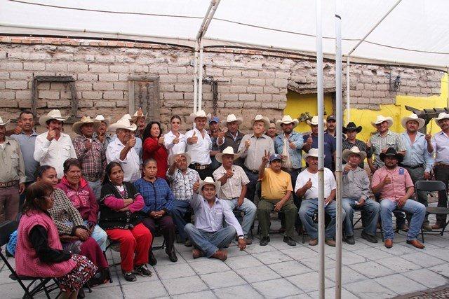 ¡Respaldan campesinos del distrito 1 a Gerardo Salas!