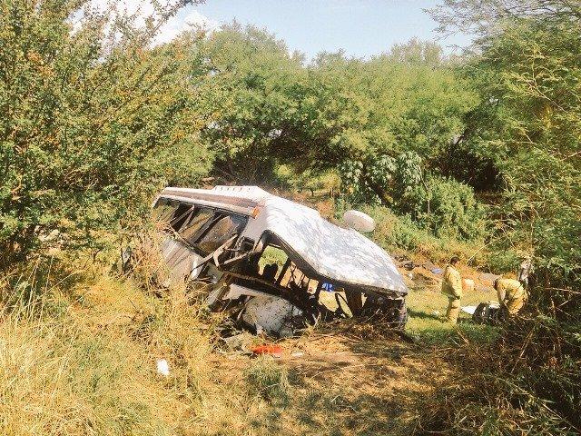 ¡4 muertos y 10 lesionados tras la volcadura de un autobús en Guadalajara!