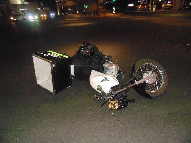 ¡Motociclista lesionado tras estrellarse contra un auto en Aguascalientes!