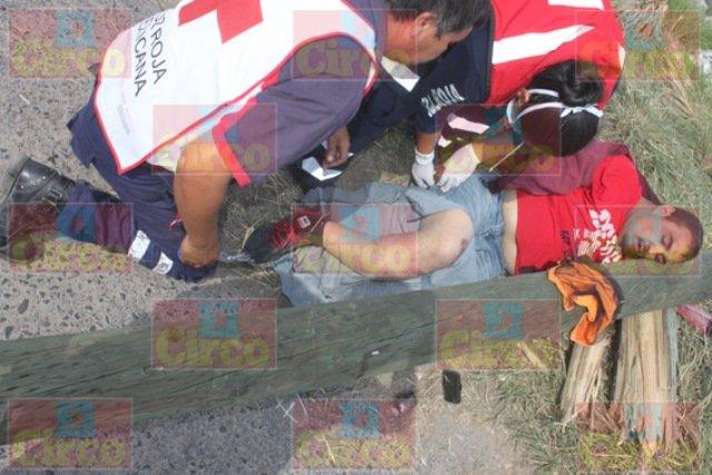 ¡Al huir de la Policía un motociclista se estrelló contra un poste en Lagos de Moreno!