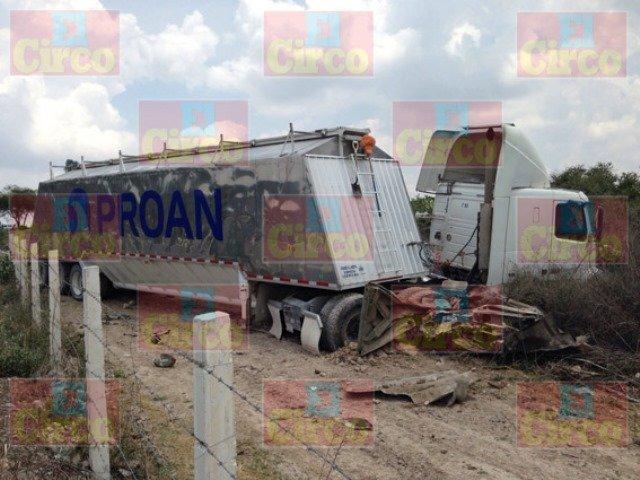 ¡Aplastados y destrozados por un tráiler murieron 2 adultos mayores en San Juan de los Lagos!