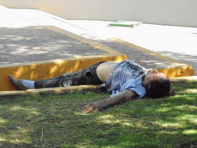 ¡Alcohólico murió dentro de un parque en Aguascalientes!