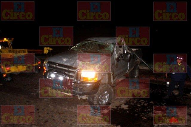 ¡Ebrio joven casi se mata en una volcadura en Lagos de Moreno!