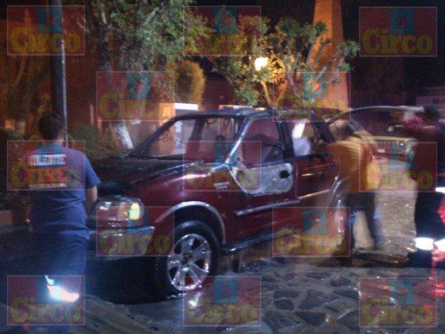 ¡Granadazo incendió una camioneta en Sombrerete!